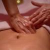 Cos'è il massaggio Gamathi e Udara Abhyanga?